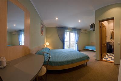 Трехместный номер - Отель Кедр-Запад в Алупке